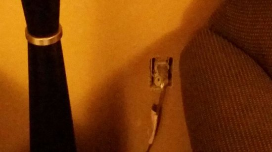 BEST WESTERN PLUS Vermilion River Suites Hotel : No socket cover,  not expecting that!