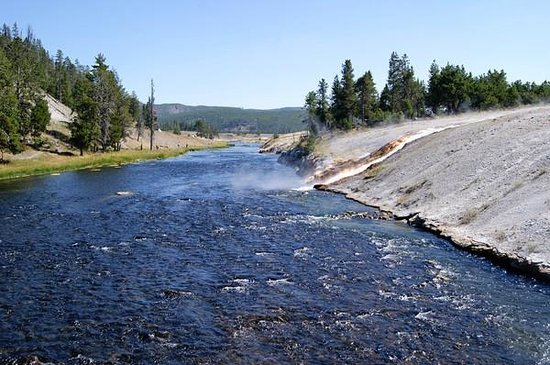 Midway Geyser Basin: Firehole River