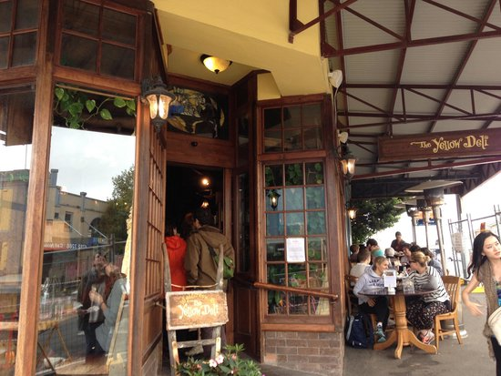 Yellow Deli: Shop front