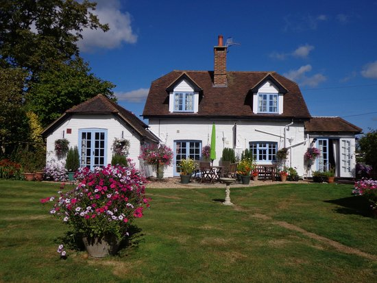 Latchetts Cottage: Garden and house