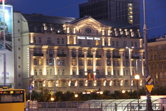Polonia Palace Hotel: Visto di notte