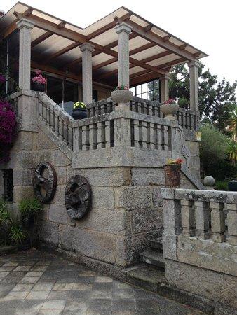 Hotel Playa de Vigo: Steps to front entrance
