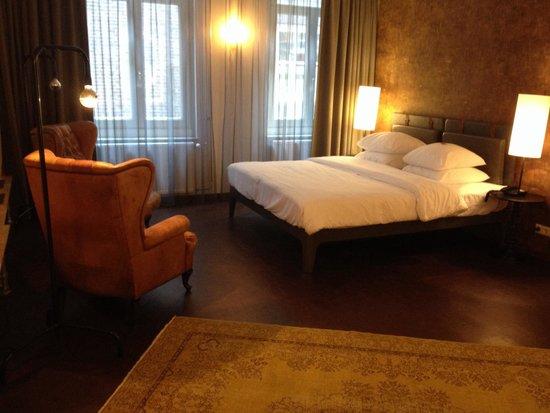 Hotel V Nesplein: Large Bedroom