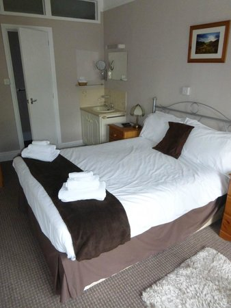 Bridgefoot House: Bed