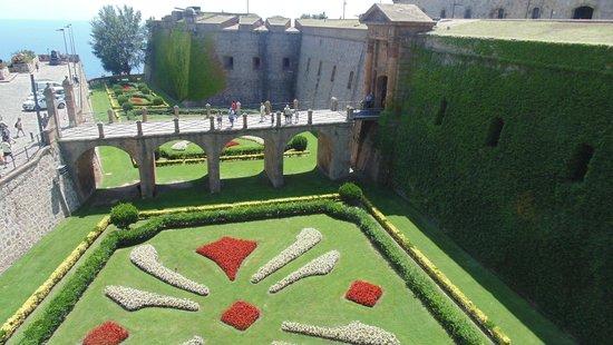 Montjuic Castle: Moat