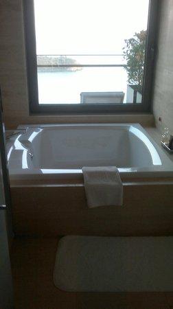 D Maris Bay: Ванная комната в сьюте
