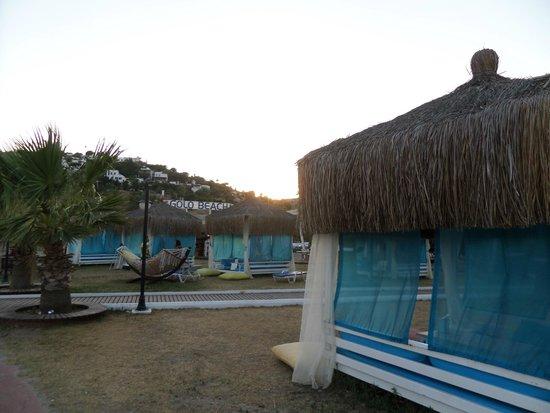 Bitez Beach: gazebo