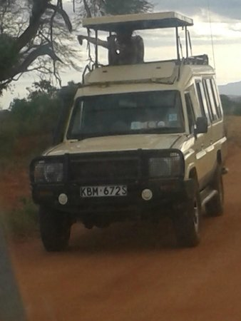 Ringo Adventure Safaris : our jeep in Tsavo East