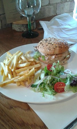 George's Hall Bar & Grill: chicken burger