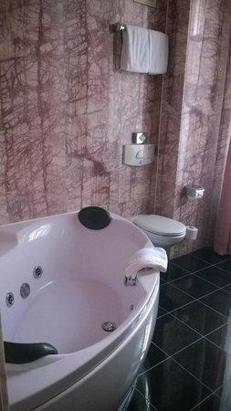 Hotel zum Dom: Bad 2