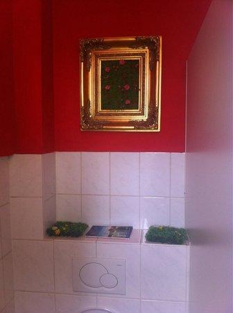 Lilie: Damentoilette