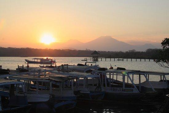 Mimpi Resort Menjangan : sunset