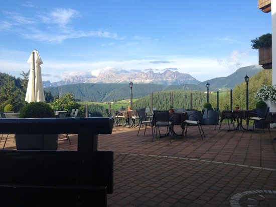 Ganischgerhof Mountain Resort & Spa: Il terrazzino all'ingresso