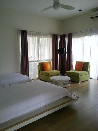 Swiss-Court Holiday Apartments Damai Laut: Twin Room
