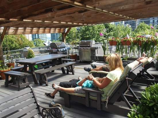 Times Square Suites Hotel : Rooftop BBQ area