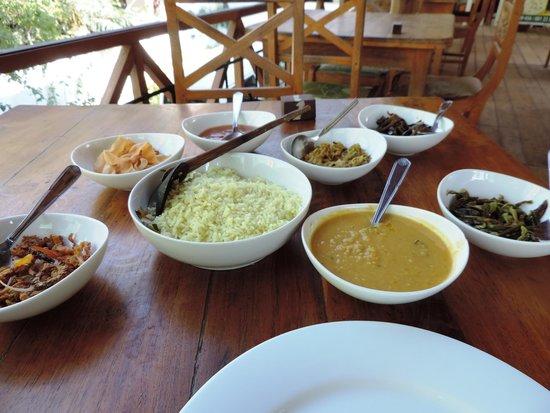 Hotel Mango Garden: Veg spread at the hotel