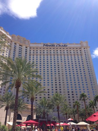 Monte Carlo Resort & Casino : View from the pool