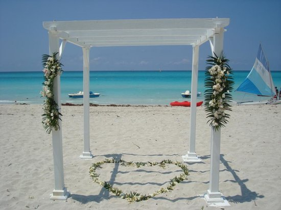 Royalton Hicacos Varadero Resort & Spa: Wedding chapel on the Beach