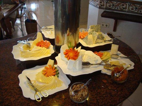 Royalton Hicacos Varadero Resort & Spa: Great Cheese display at the bufffet