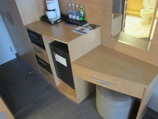 Novotel Montreal Center: Minibar