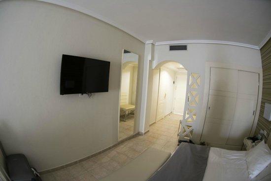 H10 Timanfaya Palace: Room 018.