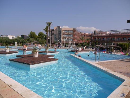Ohtels Les Oliveres: les piscines et la vue sur l'hotel