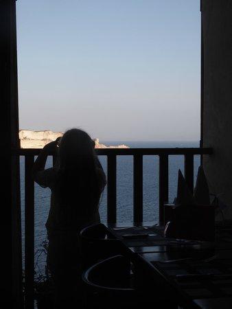 U Castille: uitzicht vanuit ons tafeltje. Bij de raam was nog een tafeltje voor 4