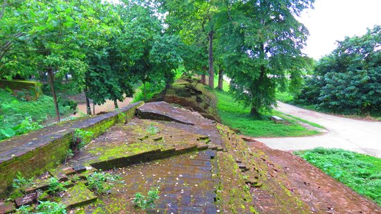 Chiang Saen - the old city walls : great place for photos
