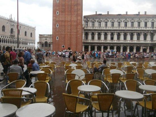 Markusplatz (Piazza San Marco): Acqua piazza