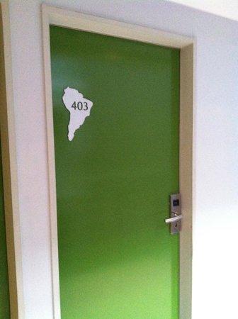 America del Sur Hostel: Entrance to room