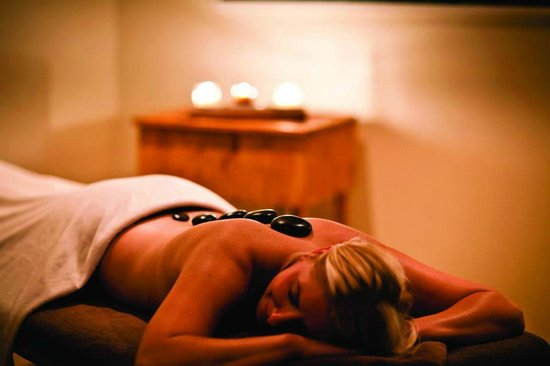 Aveda Joshua Tree Salon and Spa : Fusion Stone massage