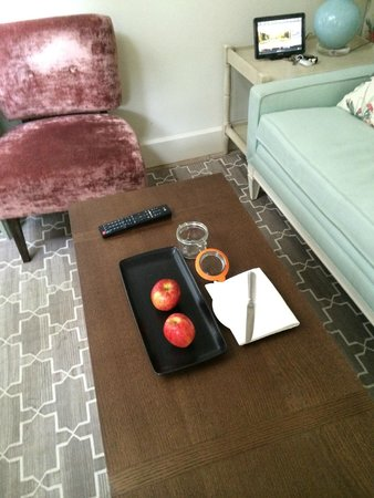 Dormy House Hotel: fruit and shortbread in the room, although the short bread didnt last long