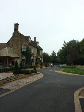 Dormy House Hotel: view of the hotel from rose cottage