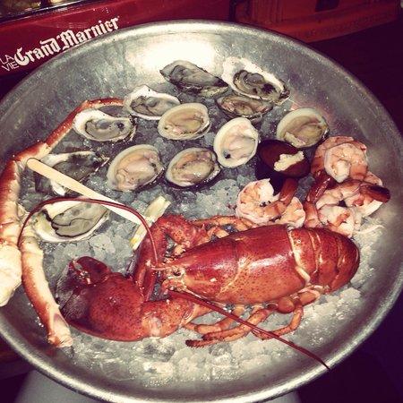 Benjamin's Restaurant and Raw Bar : Raw platter