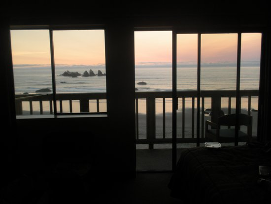 Sunset Oceanfront Lodging: Sunset
