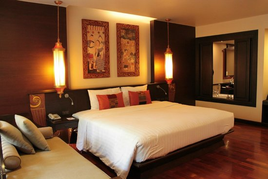 Siripanna Villa Resort & Spa: Huge bed