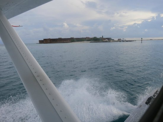 Key West Seaplane Adventures : Landing at Dry Tortugas August 2014