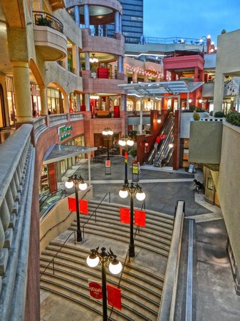 The Sofia Hotel: Great Shopping