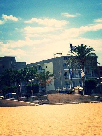 H10 Playas de Mallorca: Hotel from the beach