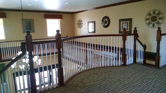 Comfort Inn & Suites Galveston Bay Refineries : Second floor stairwell... beautiful!