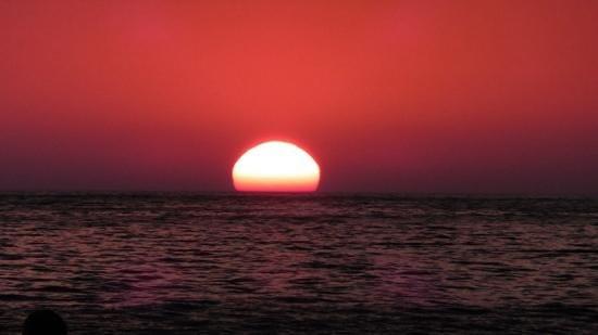 Sea Breeze Family Beach Hotel: stunning sunsets