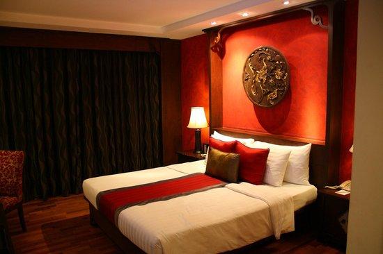 De Naga Hotel: Habitación - cama