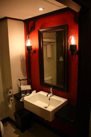 De Naga Hotel: baño