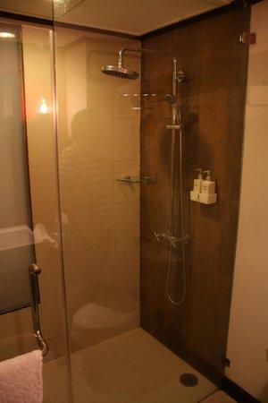 De Naga Hotel: ducha