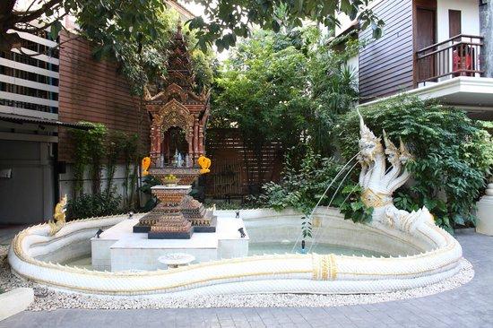 De Naga Hotel: exteriores - fuente
