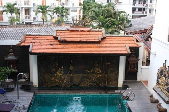 De Naga Hotel: Piscina