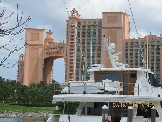 Atlantis - Harborside Resort : Royal Tower as seen from HS