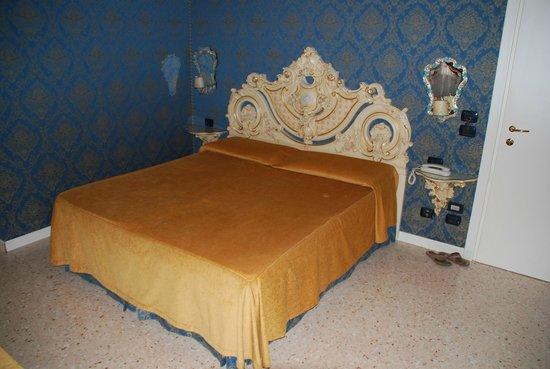 Dimora Marciana : Bed