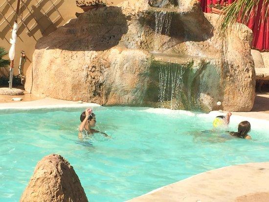 Hotel Villa Canu: Piscina