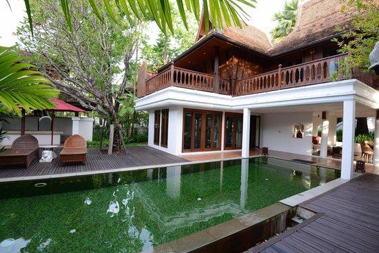 The Dhara Dhevi Chiang Mai : The lanai and pool
